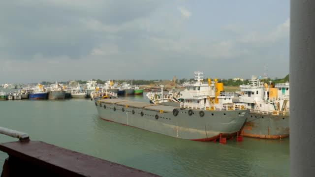 vidéos et rushes de navire - être ancré