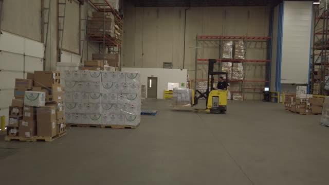vídeos y material grabado en eventos de stock de shipment of medical supplies in demand after covid19 virus outbreak, at dealmed warehouse in lakewood, new jersey, u.s., on wednesday, mar 11, 2020. - material médico