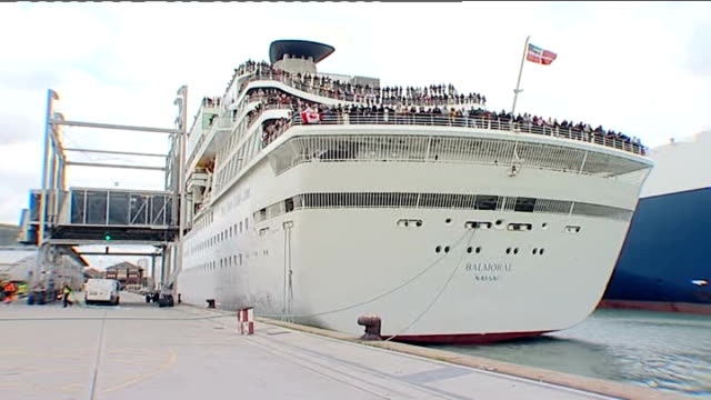 centenary cruise to mark 100 anniversary of the sinking of the titanic england hampshire southampton ext balmoral cruise ship setting off from... - hampshire stock-videos und b-roll-filmmaterial