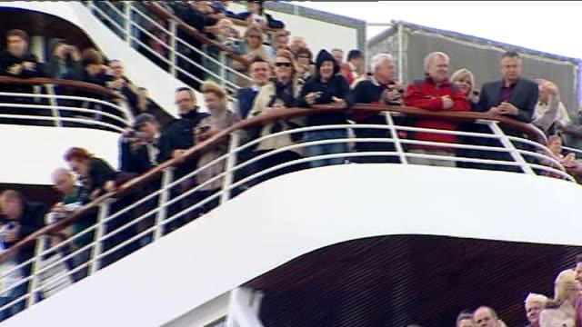 vídeos y material grabado en eventos de stock de balmoral sets off on titanic centenary cruise; england: hampshire: southampton: ext gvs hms balmoral cruise ship at quayside - passengers waving /... - hampshire
