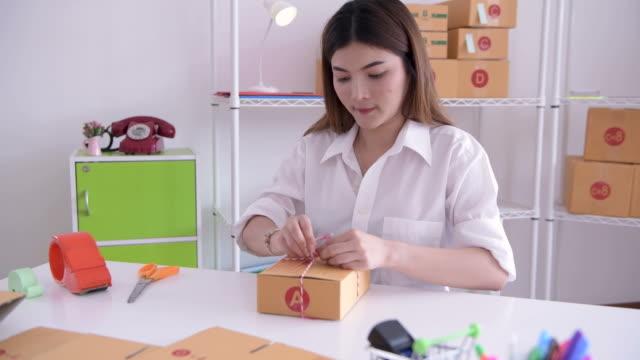 shipping online orders - confezione video stock e b–roll