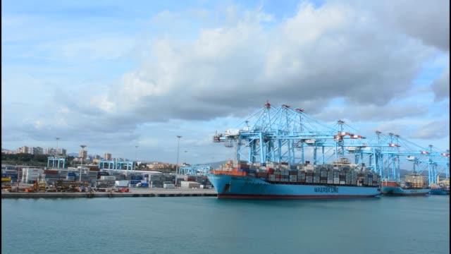 stockvideo's en b-roll-footage met shipping port in gibraltar spain - voor anker gaan