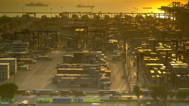 stockvideo's en b-roll-footage met de poort van de scheepvaart in thailand. - container