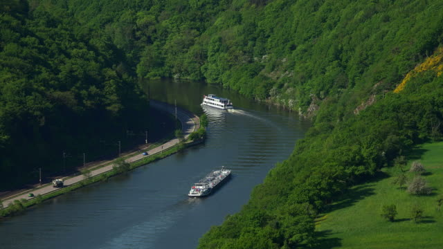vídeos de stock, filmes e b-roll de ships at the small loop of saar river at the district of hamm, taben-rodt, saar valley, rhineland-palatinate, germany, europe - renânia palatinado