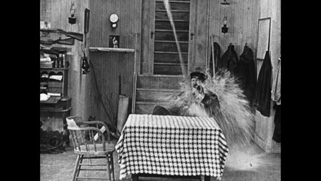 1923 ship's captain (joe roberts) mistakes identity and lucky man (buster keaton) escapes being thrown overboard - 1923 bildbanksvideor och videomaterial från bakom kulisserna