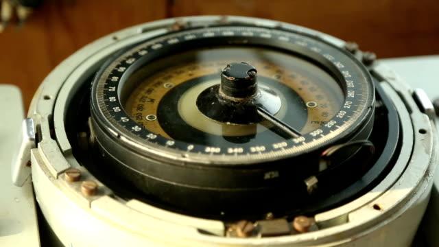 schiffskompass - kompass stock-videos und b-roll-filmmaterial
