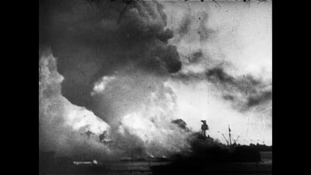 / ships exploding in the harbor as the words 'pearl harbor' flash across the screen / machine gun fire and navy men on ship running wildly / navy man... - 1941 bildbanksvideor och videomaterial från bakom kulisserna