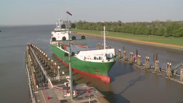 ms ships in lock at kiel canal / brunsbã¼ttel, schleswig-holstein, germany - schleswig holstein stock-videos und b-roll-filmmaterial
