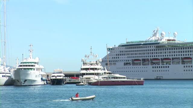 vídeos de stock, filmes e b-roll de hd: navios em mônaco - atracado