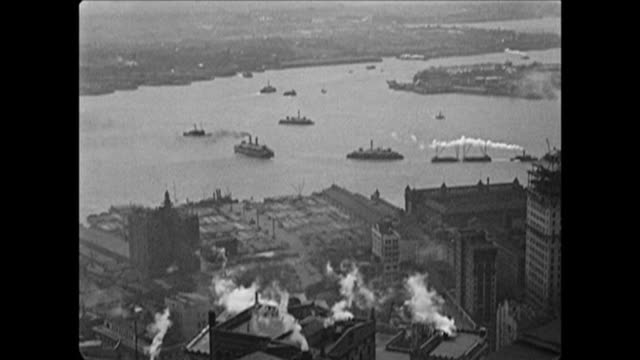 vídeos de stock, filmes e b-roll de 1921 ships in nyc harbor, governor's island in the background - porto de nova york
