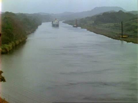 T/L ships in Panama canal, goes to dark, WA, Panama.
