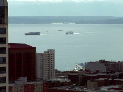 zo, ws, ships on puget sound, office buildings, seattle, washington state, usa - nordpazifik stock-videos und b-roll-filmmaterial