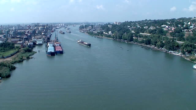 Ships on the river timelapse