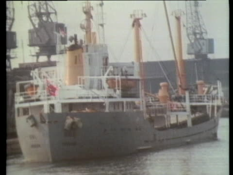 ships rest at dockside during a strike of the longshoremen in london, england. - business or economy or employment and labor or financial market or finance or agriculture stock videos & royalty-free footage