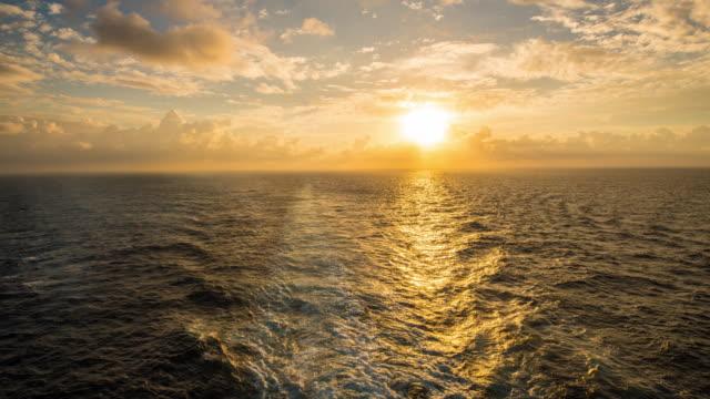 T/L Schiff Gefolge im Morgengrauen