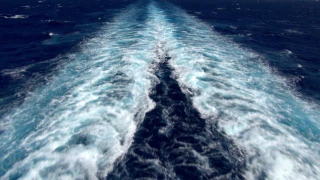 nave di wake-no orizzonte - nave passeggeri video stock e b–roll