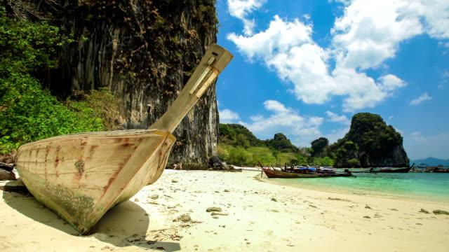 vídeos de stock, filmes e b-roll de naufrágio em krabi, tailândia - acampamento de férias