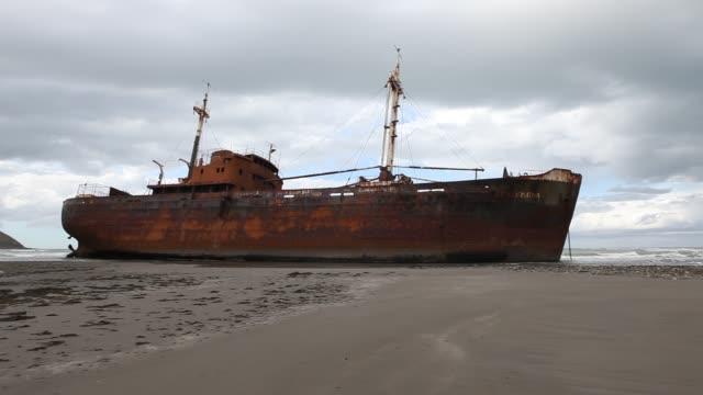 stockvideo's en b-roll-footage met shipwreck in tierra del fuego - 1985