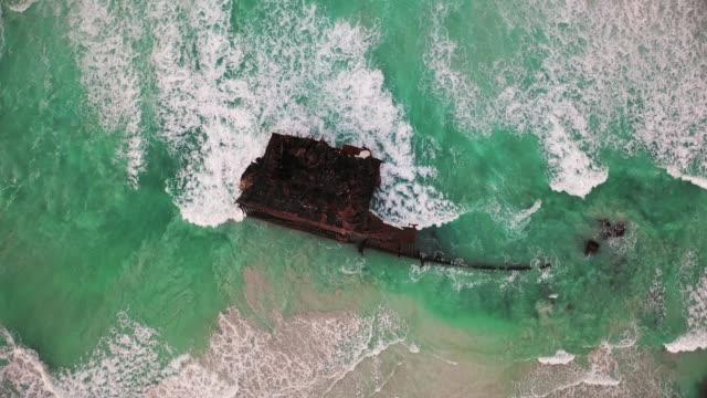 vídeos y material grabado en eventos de stock de shipwreck of cabo santa maria - cabo verde