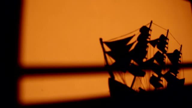 vídeos de stock e filmes b-roll de shipwreck - ship sinking - fantoche