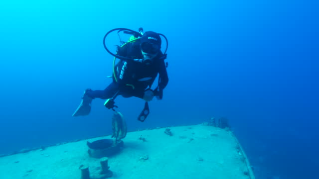 shipwreck  underwater - shipwreck stock videos & royalty-free footage