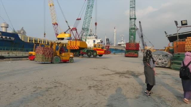 shipyard in a port in indonesia - 造船所点の映像素材/bロール