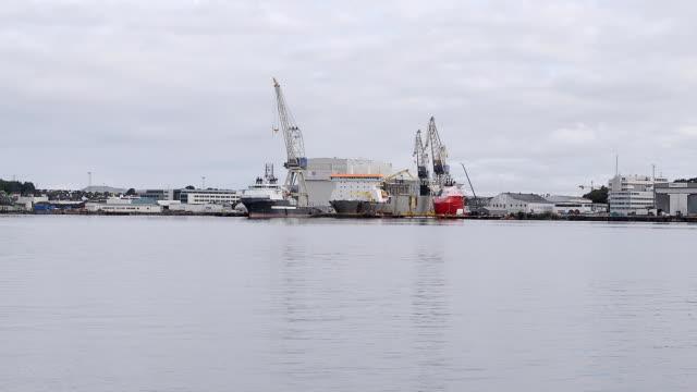 スタヴァンゲル、ノルウェーの造船所 - 造船所の労働者点の映像素材/bロール