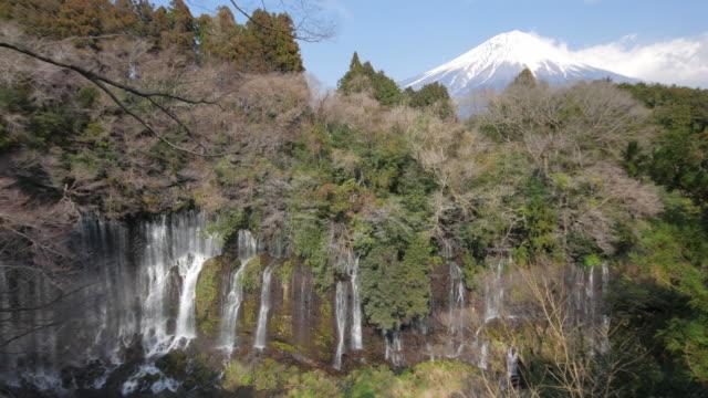vídeos de stock, filmes e b-roll de cachoeiras shiraito com mt.fuji, fujinomiya, japão - nagano