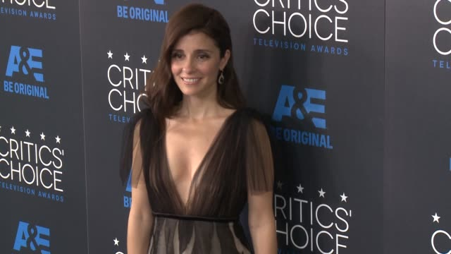 shiri appleby at the 2015 critics' choice television awards at the beverly hilton hotel on may 31, 2015 in beverly hills, california. - 放送テレビ批評家協会賞点の映像素材/bロール