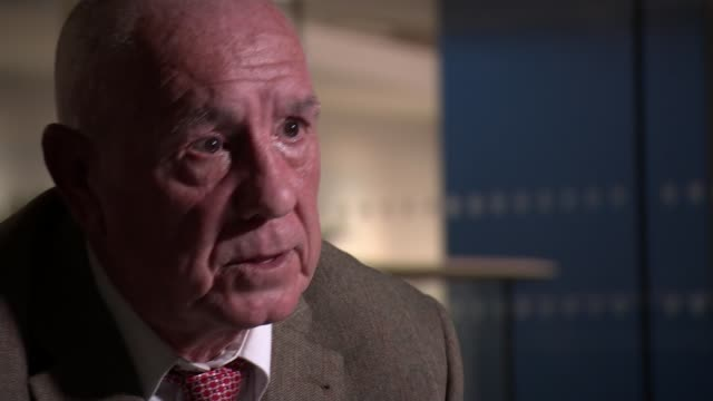 Son searches for former colleagues to warn them about dangers of asbestos Kevin Bull interview SOT