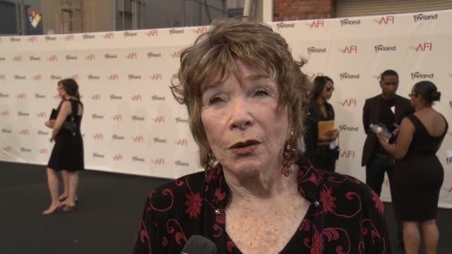 shirley maclaine honored with the 40th afi life achievement award event capsule clean shirley maclaine honored with on june 07 2012 in los angeles... - afi life achievement award bildbanksvideor och videomaterial från bakom kulisserna