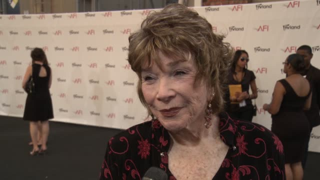 shirley maclaine on receiving the afi award what it means to her on what's changed more over the years her or hollywood and on her favorite roles at... - afi life achievement award bildbanksvideor och videomaterial från bakom kulisserna