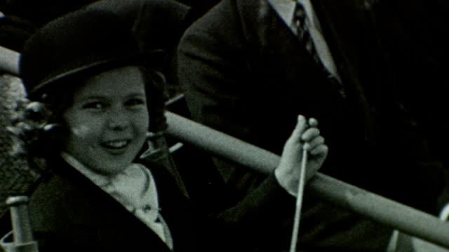 vídeos de stock e filmes b-roll de shirley temple at santa anita park 1939 shirley temple and celebrities at santa anita at santa anita park on february 23 1939 in arcadia california - shirley temple