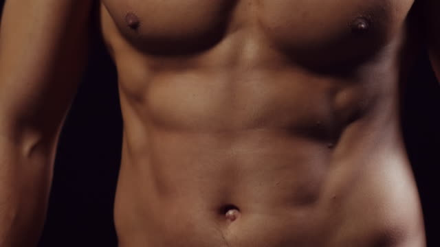 stockvideo's en b-roll-footage met shirtless guy - ontbloot bovenlichaam
