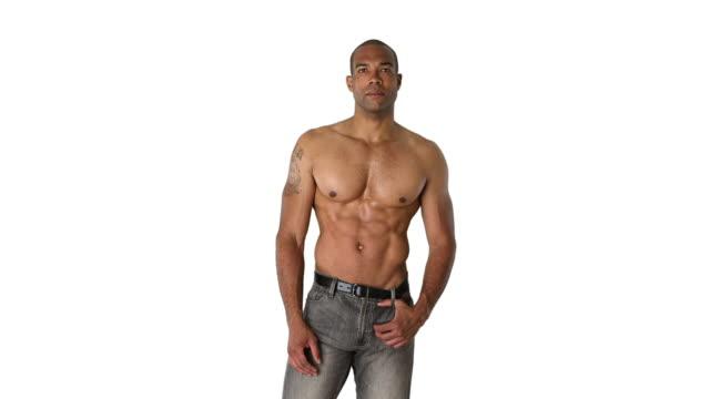 shirtless muscular man posing - querschnitt stock-videos und b-roll-filmmaterial