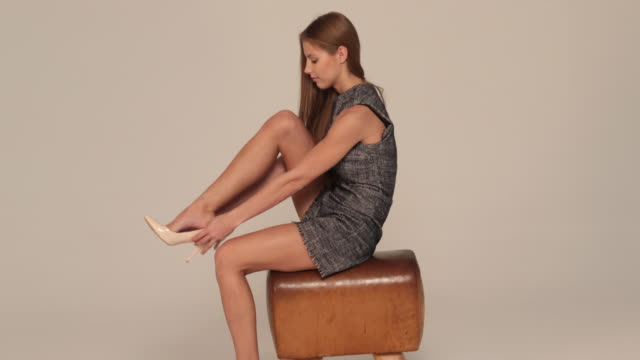 shoes - gambe incrociate video stock e b–roll