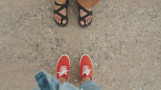 POV Schuhe mit Freund in den Urlaub Reisen