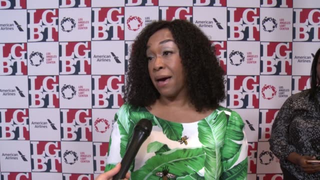 stockvideo's en b-roll-footage met interview shonda rhimes on the la lgbt center what it does why it's important to support at los angeles lgbt center's 48th anniversary gala vanguard... - anniversary gala vanguard awards