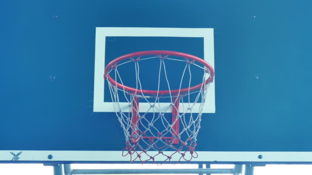 basketball schießen - basketballkorb stock-videos und b-roll-filmmaterial
