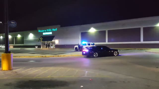 a shooter walked into western hills mall in fairfield al and fired shots injuring two in clip 1 the fairfield chief of police answers questions about... - 銃撃事件点の映像素材/bロール