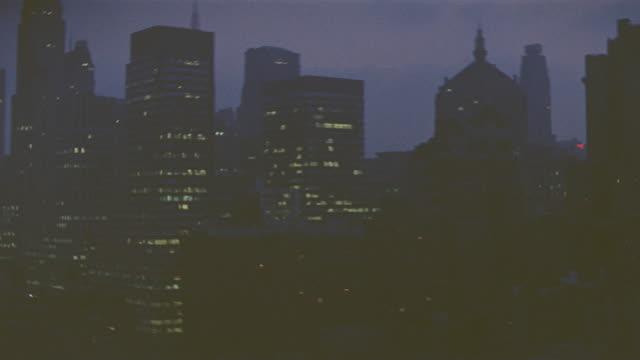new york skyline:  shooting from a penthouse; night - ペントハウス点の映像素材/bロール