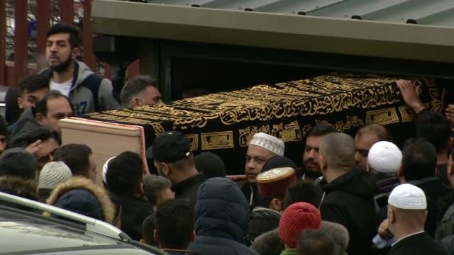 funeral of mohammed yasser yaqub held in huddersfield england yorkshire huddersfield ext coffin of mohammed yasser yaqub carried along towards hearse - carro funebre video stock e b–roll