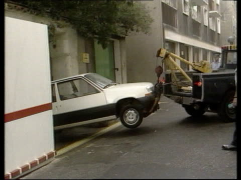 day 2 itn lib ms white renault 5 car on tow as reversed into court entrance - rimorchiare video stock e b–roll