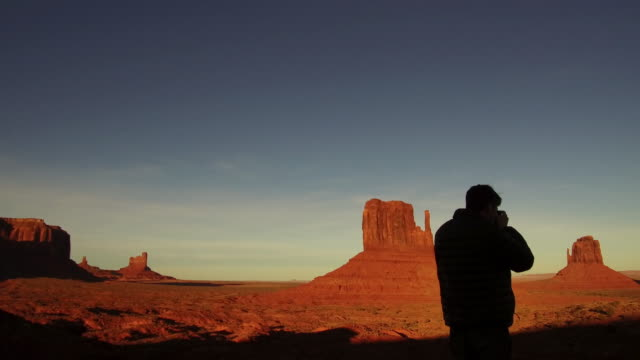 shooting monument valley at sunrise - monument valley stock-videos und b-roll-filmmaterial