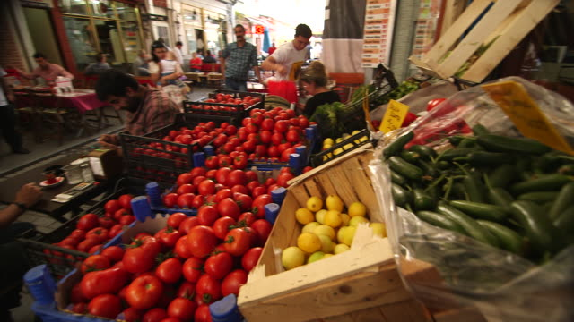 shooting over fruit in market - wiese video stock e b–roll