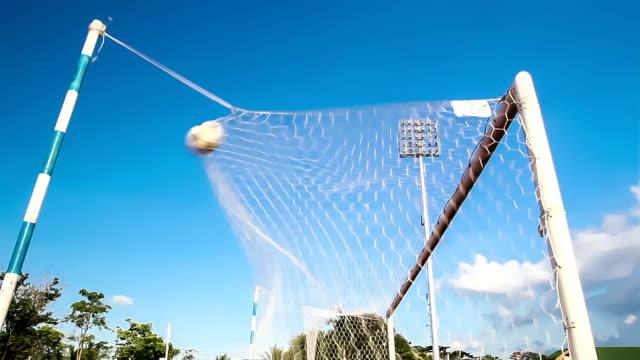 射撃サッカーサッカーボールを目標 - カーテン レース点の映像素材/bロール