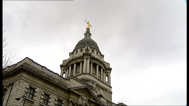 shooting trial of 5-year-old victim, thusha kamaleswaran; london: central criminal court: old bailey: ext low angle shot of dome of old bailey low... - 正義の天秤点の映像素材/bロール