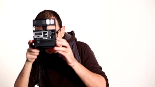 riprese con telecamera retrò - polaroid video stock e b–roll