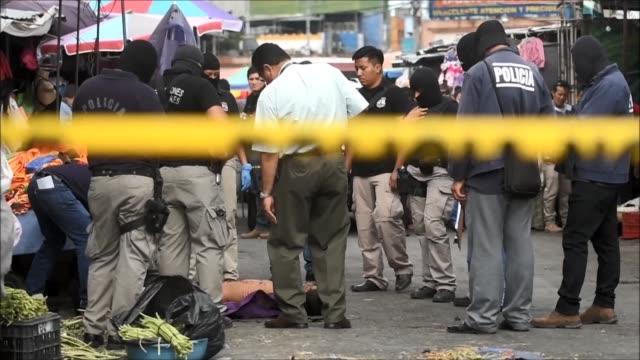 A shootout between criminal gangs and vigilantes killed 5 in a market downtown El Salvador's capital according to authorities