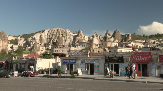 shop fronts in goreme, turkey - 中東点の映像素材/bロール